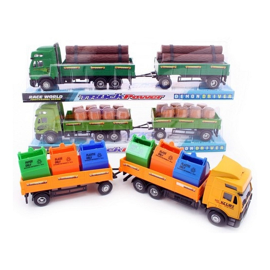 Donkergroene vrachtwagen van plastic met hout geladen