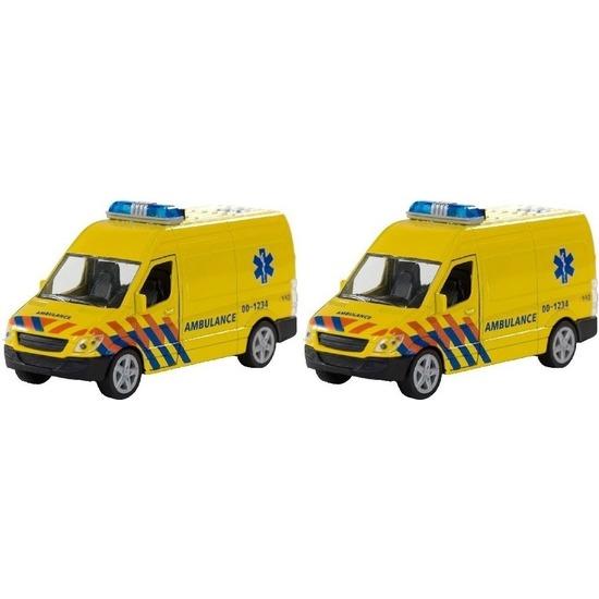 2x Speelgoedauto ambulance met sirene